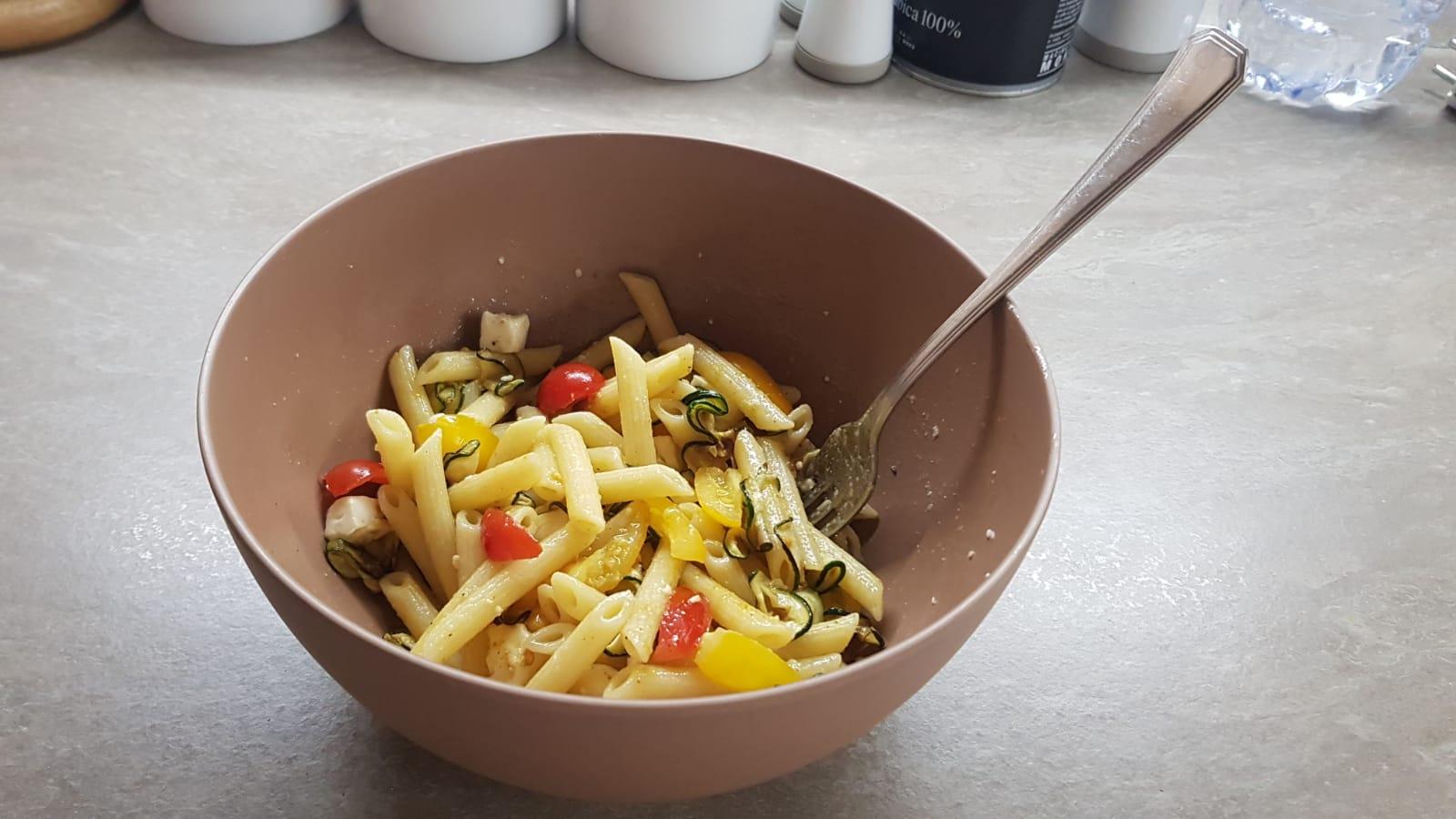 Pasta fredda alle zucchine al profumo di curry